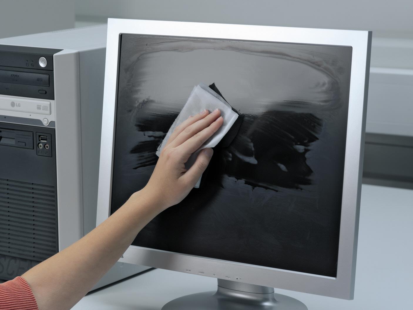 Как и чем почистить монитор компьютера в домашних условиях